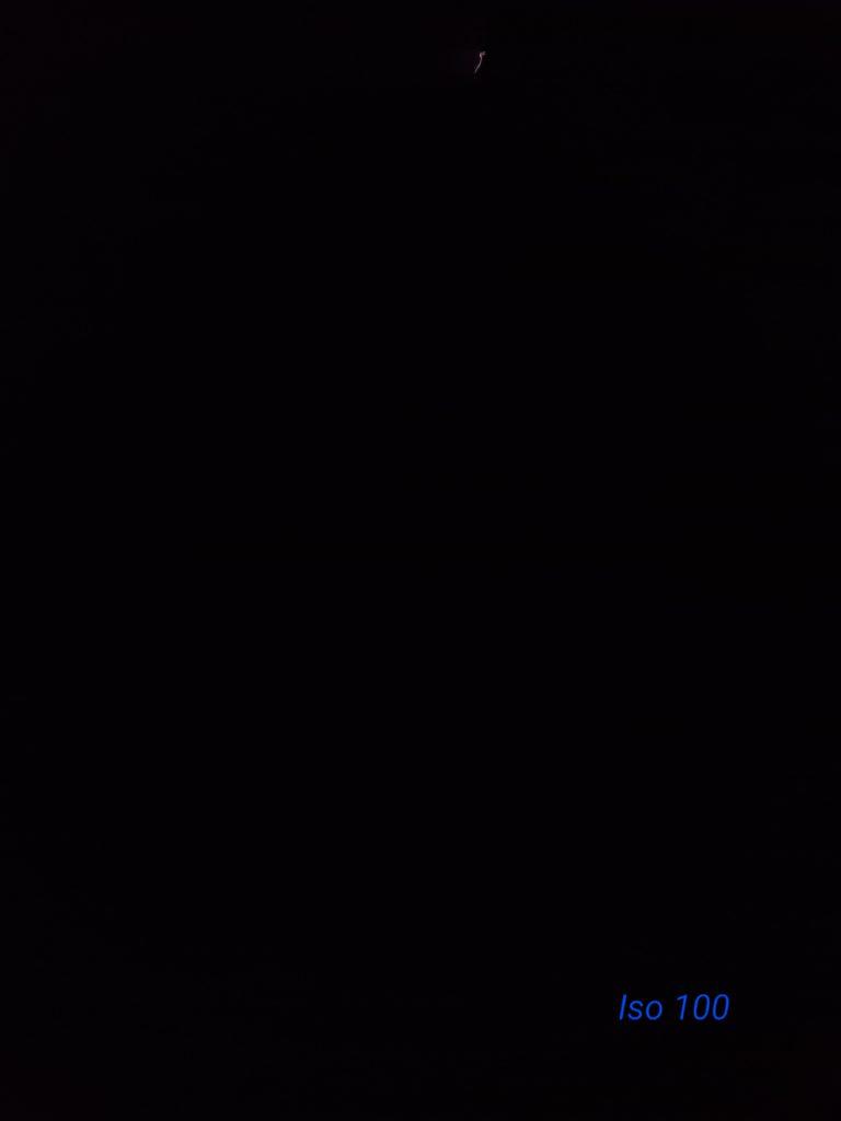 So sánh đèn pin đội đầu Fenix HM50R và Olight H1R